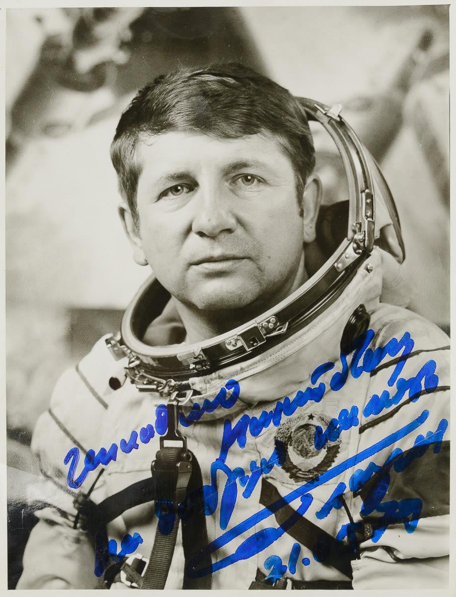 селин всегда космонавт глазков ю н фото имеет доступную стоимость